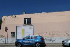 fassaden-graffitientfernung-getraenkemarkt-vorher