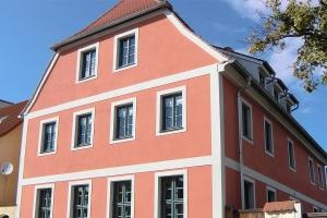 fassadenrenovierung-rot-weiss